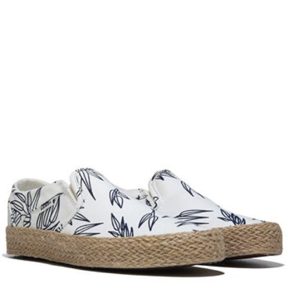 15eed4af1cc0 NWT Vans Women s Asher Slip On Sneaker Bamboo